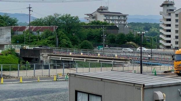 写真: 桃花台線の旧車両基地進入高架撤去工事(2018年5月16日) - 3:片側が撤去