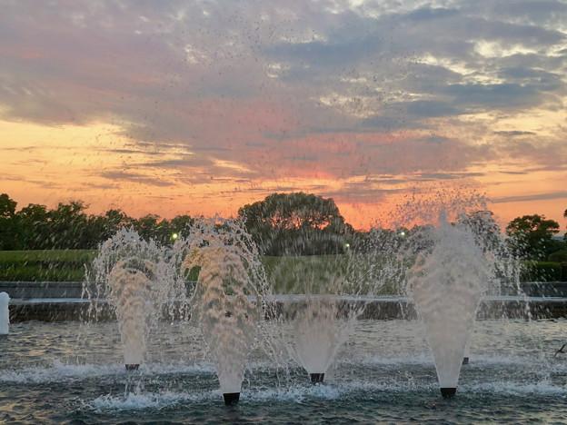 落合公園から見た夕焼け - 5:夕焼けと噴水