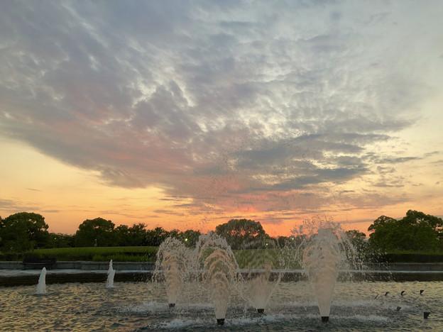 落合公園から見た夕焼け - 3:夕焼けと噴水