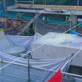 写真: 桃花台線の旧車両基地進入高架撤去工事(2018年6月13日):片方の橋脚の解体開始 - 2