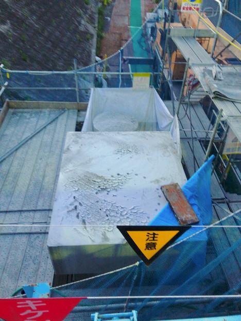 写真: 桃花台線の旧車両基地進入高架撤去工事(2018年6月13日):片方の橋脚の解体開始 - 3