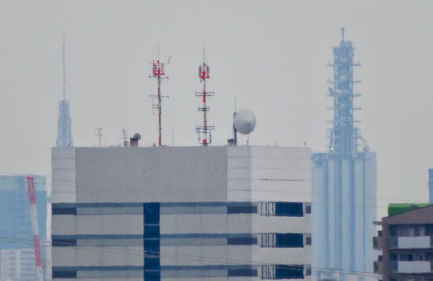 落合公園:水の塔から見た名古屋テレビ塔とNTTドコモ名古屋ビル(SX730 HSで撮影)