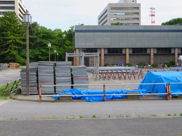 名古屋城:愛知県体育館前に置かれていた…足場? - 2