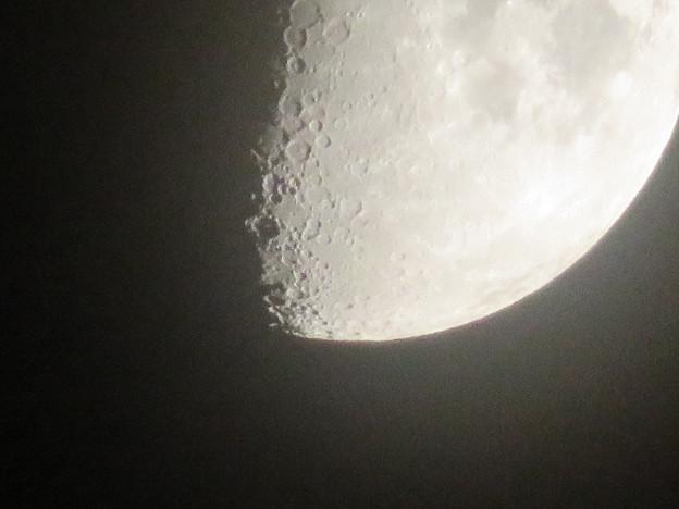 SX730 HSで撮影した半月(無修正) - 3
