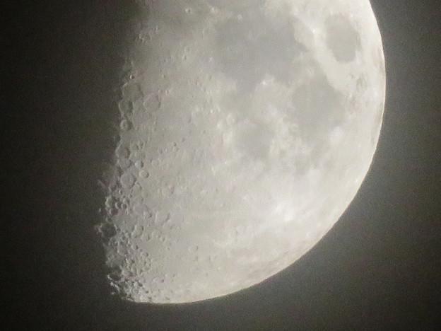 SX730 HSで撮影した半月(無修正) - 5
