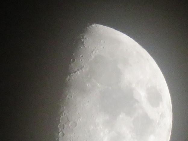 SX730 HSで撮影した半月(無修正) - 6