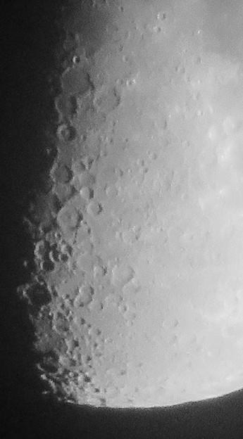 SX730 HSで撮影した半月(修正済み、モノクロ) - 4