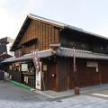 写真: 犬山城下町:五平餅屋さんの屋根神に団子を持った布袋!? - 1