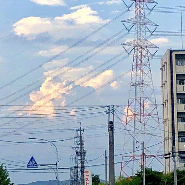 遠くの空に浮かんでいた夏の到来を思わせる雲 - 3
