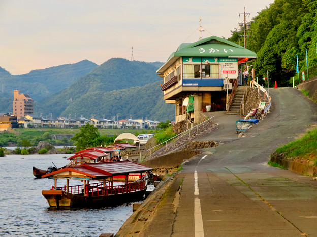 木曽川沿いから見た鵜飼い No - 1