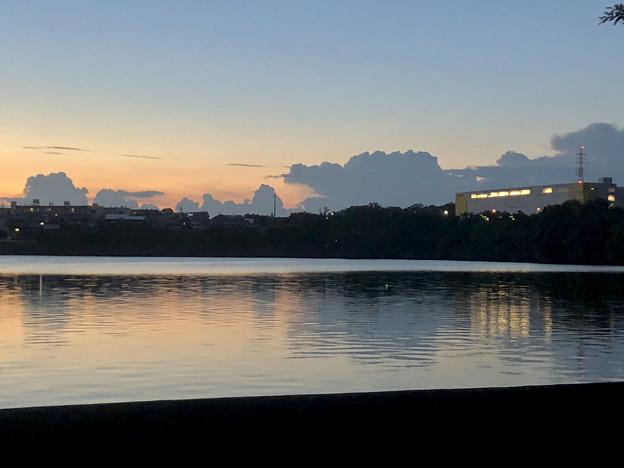 写真: 大池沿いから見た夕焼け - 2
