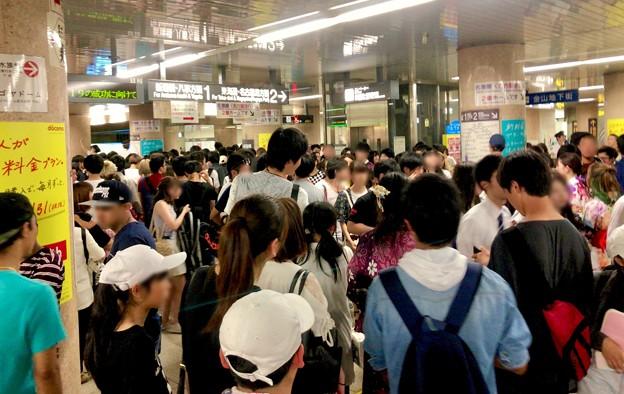 名古屋みなと祭の影響でものすごく混み合ってた地下鉄金山駅構内