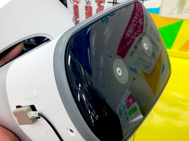 ヨドバシカメラ名古屋松坂屋店に展示されてたLenovoの独立型VRゴーグル「Mirage Solo」 - 5:カメラと電源部分を拡大