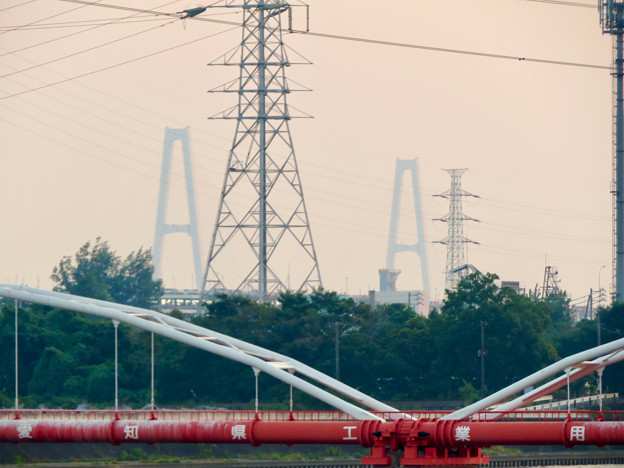 天白川沿いから見た名港トリトン - 4:名港中央大橋