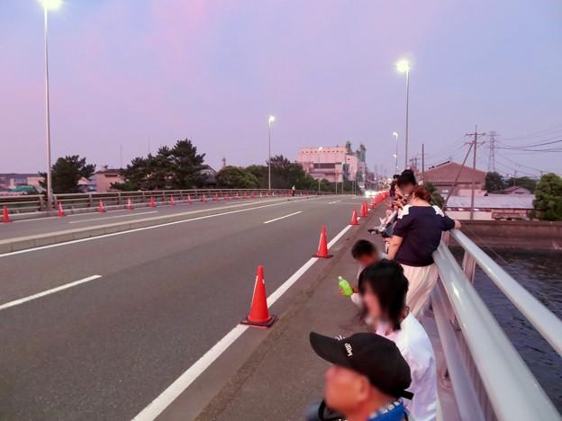 名古屋みなと祭の花火鑑賞スポットとなっていた潮見埠頭に架かる橋