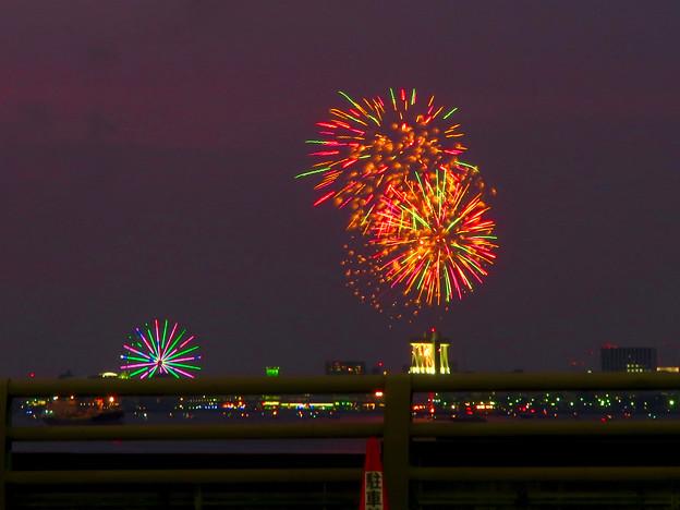 潮見埠頭に架かる橋の上から見た名古屋みなと祭の花火 - 8