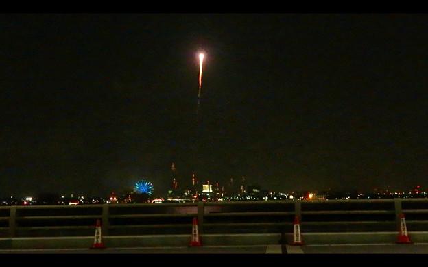 潮見埠頭に架かる橋の上から見た名古屋みなと祭の花火 - 46
