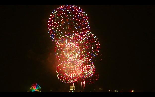 潮見埠頭に架かる橋の上から見た名古屋みなと祭の花火 - 54