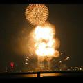 潮見埠頭に架かる橋の上から見た名古屋みなと祭の花火 - 58