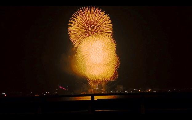 潮見埠頭に架かる橋の上から見た名古屋みなと祭の花火 - 60
