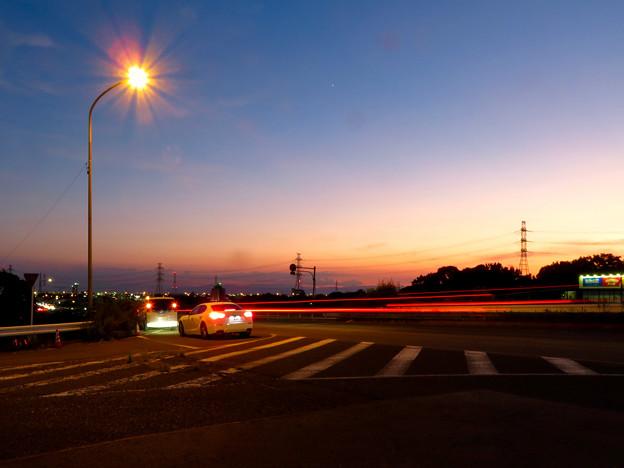 SX730HSで撮影した車のライトの残像(花火モードを使用) - 2
