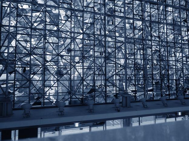 SX730HS:クリエイティブショットで撮影した写真 - 3(ザ・モール春日井のステンドグラス その1)