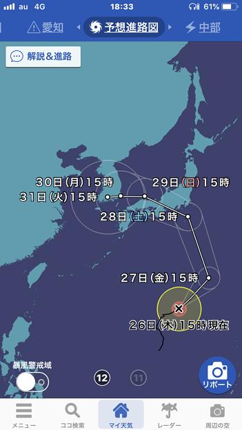 思いっきり東側からカーブして来る台風12号(2018年)