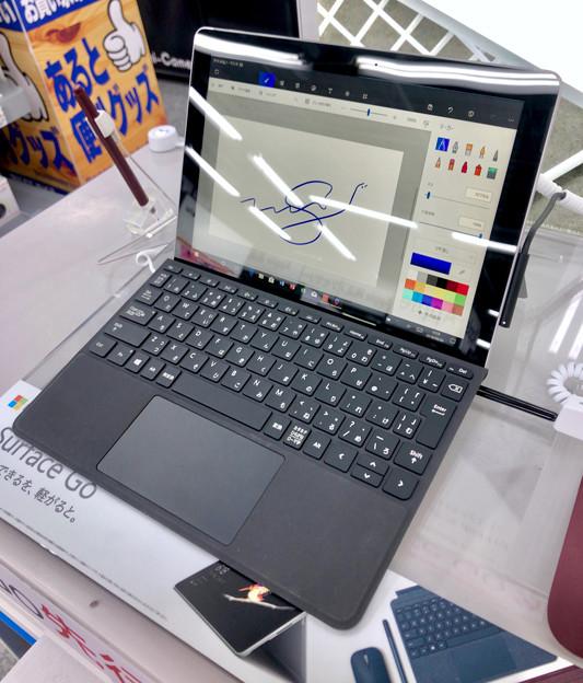 店頭展示が始まったばかりの「Surface Go」 - 1