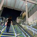 ゲートタワー地下1階から1階へと上るエスカレーター - 3