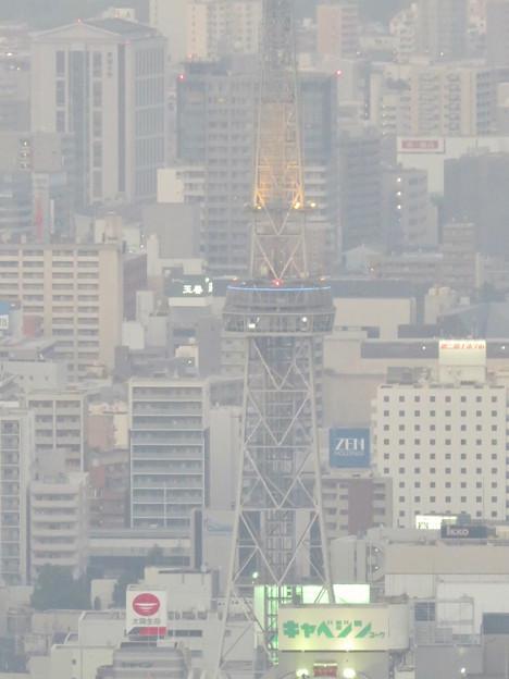 スカイプロムナードから見た景色 - 6:光化学スモッグで見通しが悪かった名古屋テレビ塔