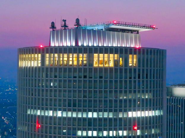 ミッドランドスクエア「スカイプロムナード」から見たセントラルタワーズ頭頂部 - 2