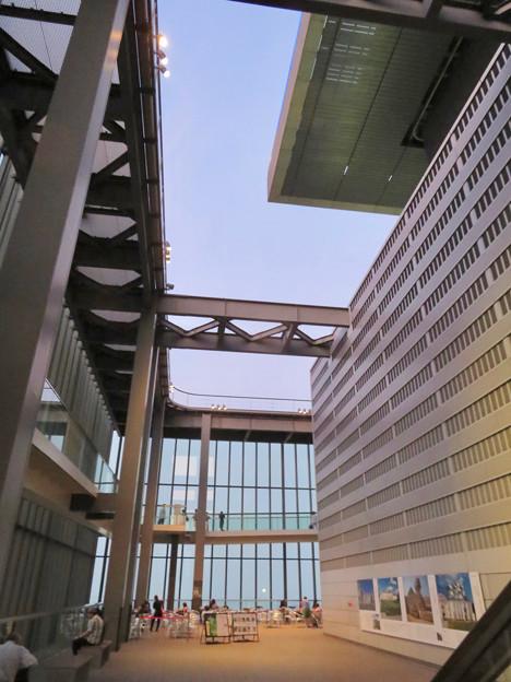 ミッドランドスクエア「スカイプロムナード」の天井部 - 1