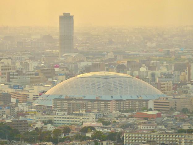 東山スカイタワーから見た景色:ナゴヤドームとザ・シーン城北 - 2