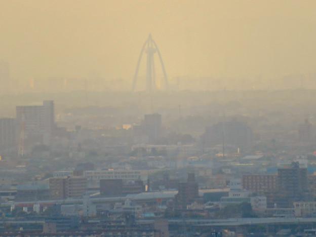 東山スカイタワーから見た景色:ツインアーチ138 - 1