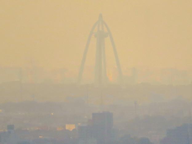 東山スカイタワーから見た景色:ツインアーチ138 - 2