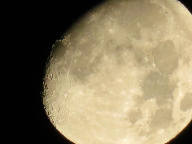 空気が澄んでるからか、くっきり見えた月(2018年8月23日未明) - 5