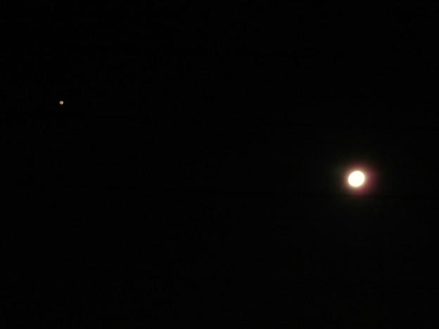 月と並んで輝く火星(2018年8月23日未明) - 2
