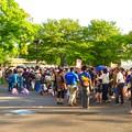 Photos: 東山動植物園ナイトZoo 2018 No - 1:先着千名に無償配布される竹製うちわをもらう為に並んでいた沢山の人たち