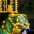 Photos: 東山動植物園ナイトZoo 2018 No - 56:「ペラヘラ祭」風の装飾がなされてた象の像の上にズーボ