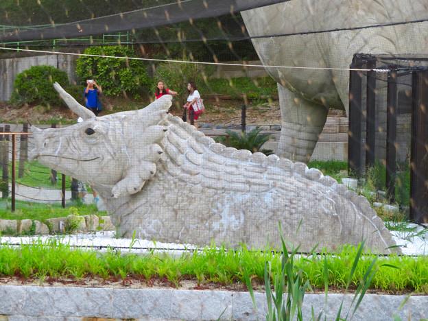 東山動植物園 2018年8月 No - 10:恐竜像(トリケラトプス)