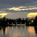 写真: 夕焼けをバックにそそり立つ雲の柱 - 2