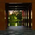 写真: 落合公園水の塔の柱の間から見えた夕焼け - 1