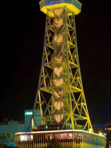 名古屋テレビ塔:名古屋の自虐的観光PR「名古屋なんてだいすき」のイルミネーション - 2(沢山並ぶハート)