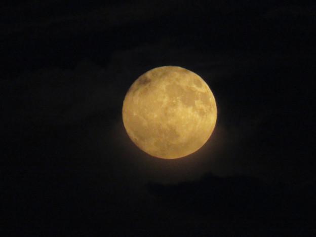 雲の隙間から顔をのぞかせてた中秋の満月(2018年9月24日) - 3