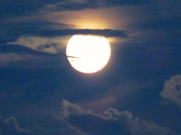 雲の隙間から顔をのぞかせてた中秋の満月(2018年9月24日) - 10