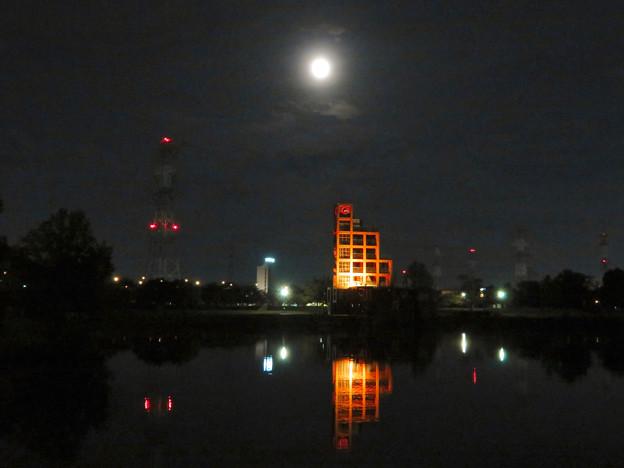 落合公園から見た薄曇りの中秋の満月(2018年9月24日) - 2