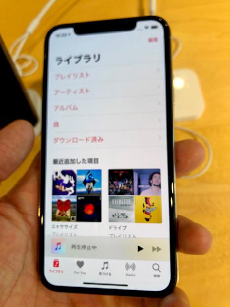iPhone XS No - 6:ミュージックアプリ(※ピンぼけ)
