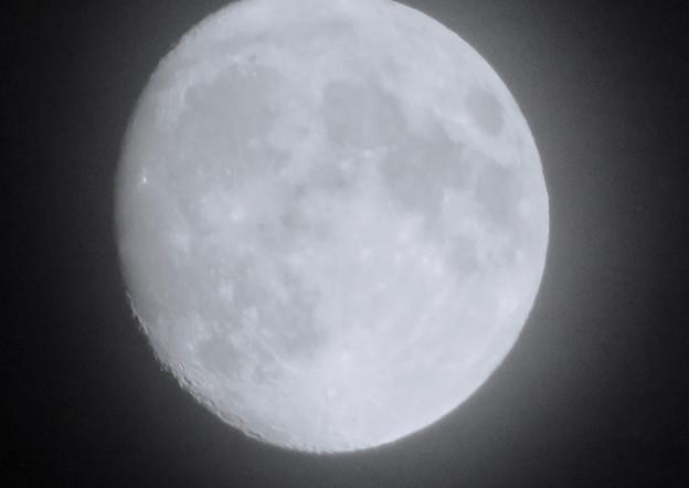 名古屋駅周辺で見上げた月(2018年9月22日) - 3:モノクロ