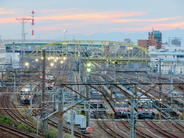 ささしま米野歩道橋から見た向野橋と名古屋車両区
