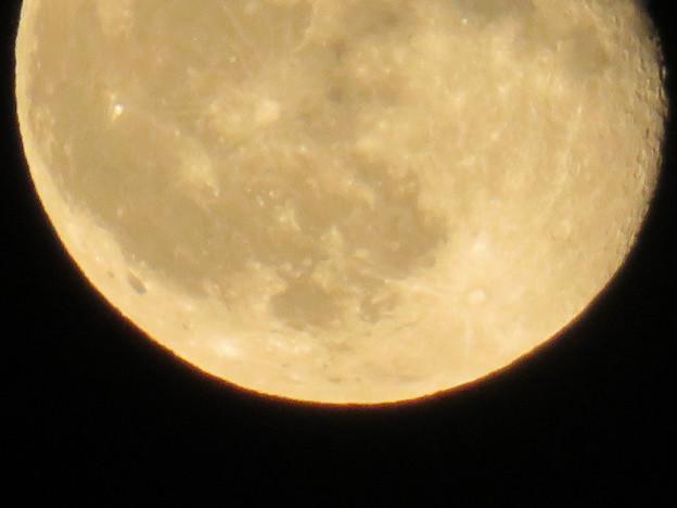 雲が晴れてくっきり見えた今日の満月(2018年9月27日) - 3